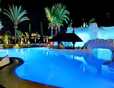 piscina_noche.jpg
