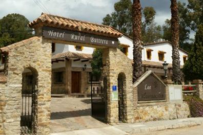 Hotel-Hospedaria-Las-Buitreras-01.png